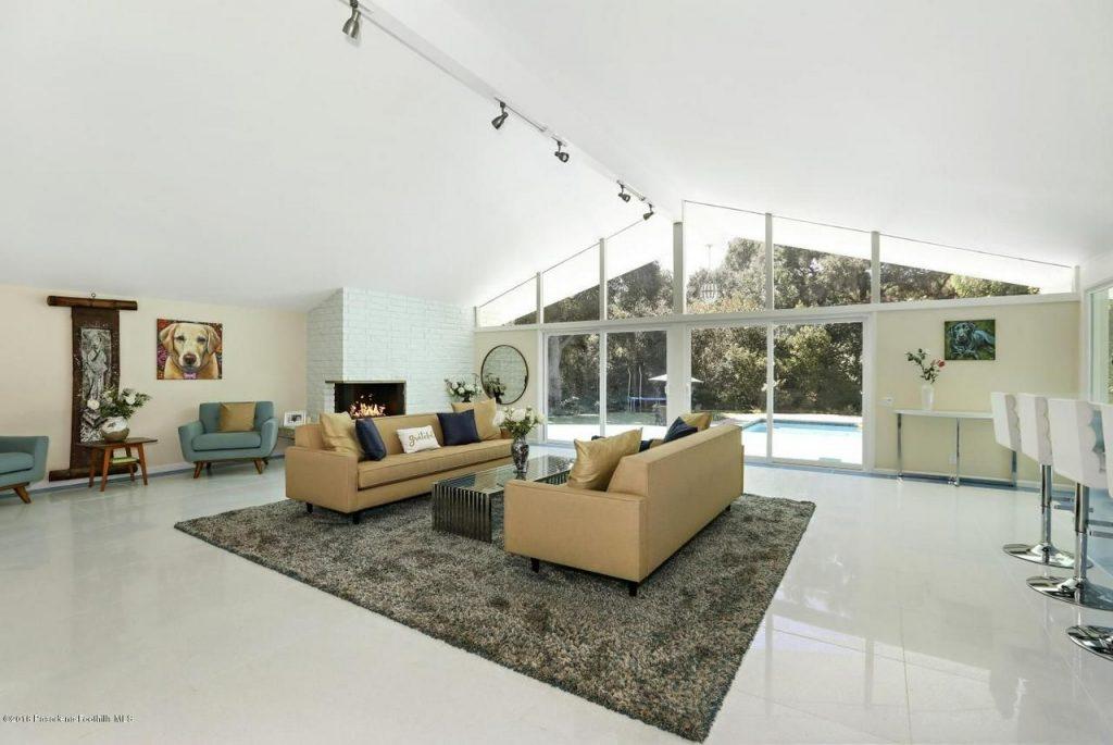Adam Carolla ha messo in vendita la propria villa a La Cañada Flintridge per quasi 3 milioni di euro